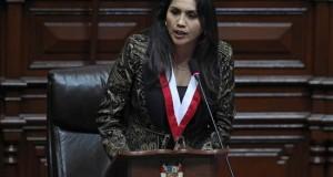 Fotografía cedida por la agencia oficial Andina de la congresista oficialista Ana María Solórzano hablando en el Congreso de Perú en Lima, este 26 de julio de 2014, donde fue elegida presidenta del órgano legislativo para el período 2014-2015. EFE