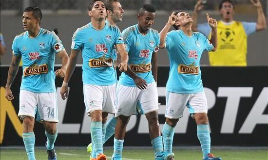 Sporting Cristal alcanza su título 17 en Perú tras vencer al Juan Aurich El Sporting empató a los 41 minutos, con un remate bajo y potente del atacante Irven Ávila que venció la estirada del portero Erick Delgado. EFE/Archivo