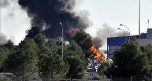 Dos griegos y ocho franceses murieron en accidente de avión militar en España Dos pilotos han fallecido y otras diez personas han resultado heridas -seis de gravedad- al estrellarse un avión F-16 griego en la base aérea de Los Llanos (Albacete). EFE