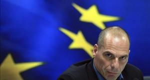 Grecia asegura que no actuará de forma unilateral y calma a los inversores En la imagen de la pasada semana, el ministro de Finanzas griego, Yanis Varufakis. EFE