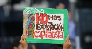 Trasladan de hospital a 18 heridos de la protesta contra Pluspetrol en Perú Vista de un cartel durante un plantón de colectivos civiles el pasado 12 de febrero frente a las oficinas de la petrolera Pluspetrol en Lima (Perú), en apoyo a las protestas de los pobladores de la ciudad selvática de Pichanaki. EFE/Archivo