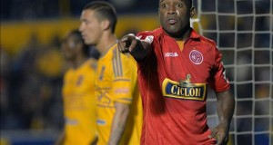 El panameño Tejada abandona un partido en Perú tras recibir insultos racistas El jugador del equipo peruano Juan Aurich Luis Tejada. EFE/Archivo