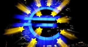 El BCE comenzará a comprar deuda el 9 de marzo y podría ampliar el programa Imagen del signo del Euro que se refleja en frente del Banco Central Europeo (BCE) en Frankfurt Main (Alemania). EFE/Archivo