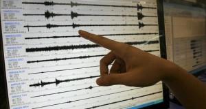 Un sismo de magnitud 5 sacude la costa norte de Perú El temblor se registró a las 11.58 hora local (16.58 GMT) y su epicentro se localizó en el mar, a 66 kilómetros al suroeste de la ciudad de Chimbote, en la región de Áncash, con una profundidad de 37 kilómetros bajo el fondo marino. EFE/Archivo