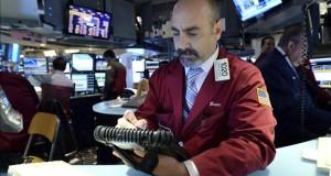 Wall Street cierra con pérdidas y el Dow Jones baja un 0,58 por ciento  Un analista trabaja en el parqué de la Bolsa de Nueva York, Estados Unidos. EFE/Archivo