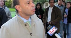 Legisladores de EE.UU. visitarán centros de detención de inmigrantes en Texas El congresista demócrata por Illinois Luis Gutiérrez.