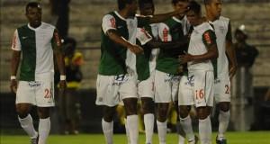 Alianza superó la expulsión de seis de sus jugadores titulares en la fecha anterior y jugó con un equipo alternativo que le dio la victoria en su estadio de Matute en Lima.