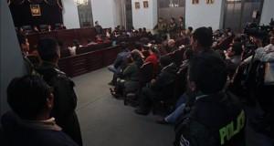 Vista general de la audiencia judicial contra los policías bolivianos acusados de haber ayudado en la fuga del empresario peruano Martín Belaunde Lossio de su arresto domiciliario.