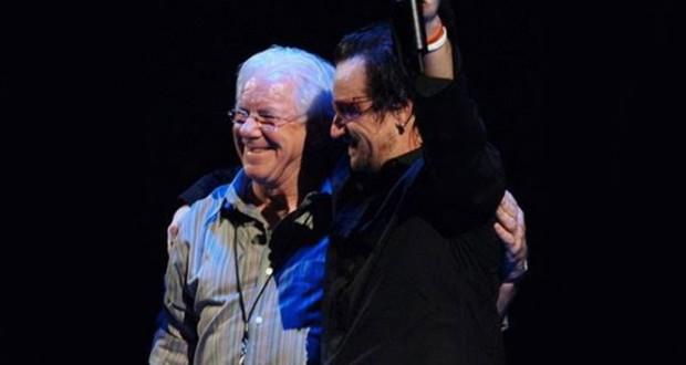 Dennis Sheehan, mánager historico de U2, fue hallado sin vida en un hotel al sur de California.