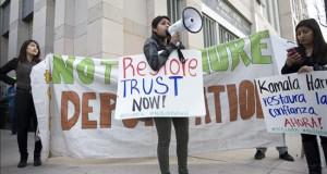 Activistas recogen firmas para presionar corte sobre alivio migratorio Activistas y organizaciones de California están recogiendo desde hoy firmas para presentarlas en julio ante la Corte de Apelaciones solicitando que se autorice la aplicación de las medidas de alivio administrativo del presidente Obama, suspendidas ante una demanda por un juez de Texas.