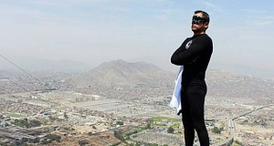 Gerardo Zamora encarna a Súper Cóndor', el primer superhéroe peruano en pantalla grande.