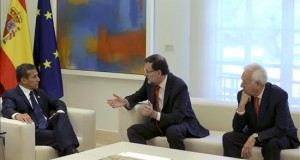 España y Perú a favor de abrir vías a Alianza del Pacífico y a la UE El jefe del Gobierno, Mariano Rajoy (c), durante la reunión que mantuvo con el presidente de Perú, Ollanta Humala (i), hoy en el Palacio de la Moncloa, a la que también asistió el ministro español de Asuntos Exteriores, José Manuel García-Margallo.