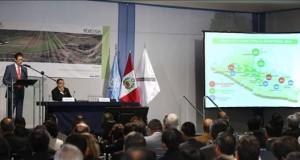 Perú reduce en casi un 14 por ciento los cultivos de hoja de coca en 2014 El representante de UNODC para Perú y Ecuador, Flavio Mirella (i), junto al presidente ejecutivo de la Comisión Nacional para el Desarrollo y Vida sin Drogas (Devida), Alberto Otárola (d), presenta el informe de Monitoreo de Cultivos de Coca en la Oficina de las Naciones Unidas contra la Droga y el Delito (UNODC) en Lima (Perú).