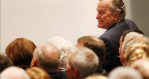 El expresidente de EEUU George H.W. Bush, hospitalizado tras sufrir una caída