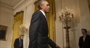 """Obama hace una visita histórica a una prisión para pedir una reforma judicial El presidente de Estados Unidos, Barack Obama, sale tras participar en una rueda de prensa en el """"East Room"""" de la Casa Blanca hoy, miércoles 15 de julio de 2015, en Washington (EE.UU.)."""
