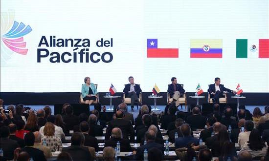 La Alianza del Pacífico falta a la cita del Mercosur (De izquierda a derecha) Los presidentes de Chile, Michel Bachelet, de Colombia, Juan Manuel Santos, de México, Enrique Peña Nieto, y de Perú, Ollanta Humala. EFE/Archivo