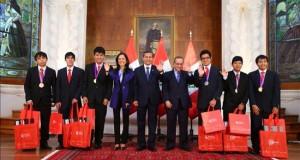 Humala condecora a escolares que ganaron medallas en Olimpiada de Matemática