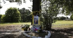 La muerte de Bland siembra más desconfianza entre los afroamericanos  Vista general de un memorial en el sitio donde Sandra Bland fue detenida por un oficial del Departamento de Seguridad Pública de Texas, en la Universidad de Prairie View A&M en Prairie View, Texas (EE.UU.). Autoridades investigan las circunstancias que rodearon las muerte de Sandra Bland en una celda el pasado 13 de julio luego de ser arrestada por una infracción de tráfico.