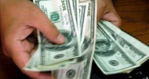Con el dólar en subida libre, la monedas latinoamericanas acumulan depreciaciones En Colombia, el dólar, que hoy cerró a 2.790,98 pesos para la venta, regresó en julio a los niveles de 11 años atrás cuando se cotizaba a 2.690,09 pesos y se espera que antes de finalizar el año rompa la barrera de los 2.900 pesos. EFE/Archivo