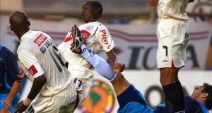 Bulos anota un nuevo doblete y es el máximo goleador del torneo de fútbol en Perú El Universitario de Deportes continúa como colista del torneo Apertura del fútbol en Perú después de empatar este miércoles sin goles en su visita al Sport Huancayo, en desarrollo de la decimotercera jornada del campeonato.