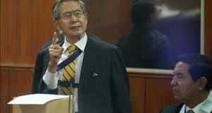 Familiares de Fujimori entre los personajes con orden de captura internacional El expresidente peruano Alberto Fujimori habla durante una audiencia en Lima (Perú).