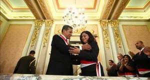 Perú reporta casi 9.500 casos de violencia familiar y sexual contra menores Fotografía cedida por la Presidencia Peruana que muestra al mandatario Ollanta Humala (i) junto a la ministra de la Mujer y Poblaciones Vulnerables, Marcela Huaita (c)