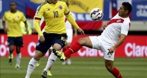 Confirman el amistoso entre Colombia y Perú en Estados Unidos en septiembre En la imagen, el centrocampista colombiano James Rodríguez (izq) y el centrocampista peruano Joel Melchor Sánchez.