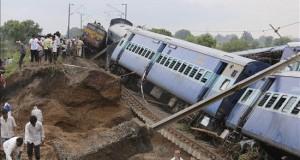 Al menos 27 muertos en accidente de dos trenes en la India Miembros de los servicios de rescate trabajan en el lugar del accidente de dos trenes cerca de la localidad de Harda, en el estado de Madhya Pradesh, en el centro de la India, hoy, 5 de agosto de 2015.