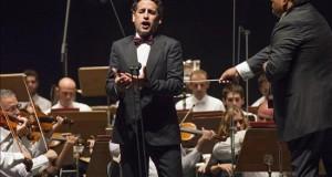 El tenor Juan Diego Flórez seduce al público de Peralada El tenor peruano Juan Diego Flórez, durante su actuación esta noche en el Auditori Parc del Castell, incluida en el Festival Castell de Peralada, celebrado en la localidad gerundense.