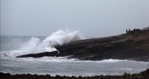 Perú mantiene cerrados 76 puertos y muelles por temporal de intenso oleaje Vista de de las playas de la Costa Verde de la ciudad de Lima (Perú).