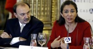 Partidos peruanos tienen reto de evitar dinero ilícito en campaña de 2016 En la imagen, la vicepresidenta peruana, Marisol Espinoza (d).
