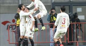 3-1. Universitario desarma a Anzoátegui con los debutantes Giménez y Giusti El jugador de Universitario de Deportes de Perú Angel Romero (i) fue registrado este martes al celebrar con varios compañeros un gol anotado al Deportivo Anzoátegui de Venezuela, durante el partido de ida de esta llave primera fase de la Copa Sudamericana, en Lima (Perú).