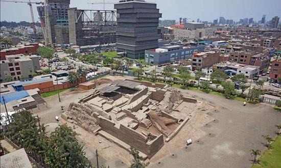 Perú incorpora drones para conservar su riqueza arqueológica Fotografía cedida hoy, jueves 13 de agosto de 2015, de la huaca San Borja, en Lima.
