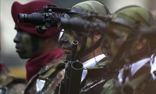 El Perú combate la trata de personas en el corazón de la selva amazónica Imagen de archivo de soldados de los batallones de Fuerzas Especiales de Perú