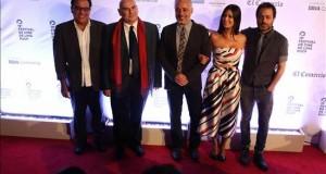 """El Festival de Cine de Lima premió a """"El abrazo de la serpiente"""" y homenajeó a Herzog Llos miembros del Jurado del festival, Antonio Saura (2-i), Javier Fuentes León (3-i), la actriz colombiana Angie Cepeda (2-d) y el actor y director argentino Gaston Pauls (d), posan a su llegada, este 15 de agosto de 2015, a la clausura del XIX Festival de Cine de Lima en Perú."""