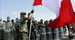 Perú aprueba un decreto para regular el uso policial de armas de fuego La Policía podrá hacer uso de la fuerza letal en defensa propia o de otras personas en caso de peligro real e inminente de muerte o lesiones graves.
