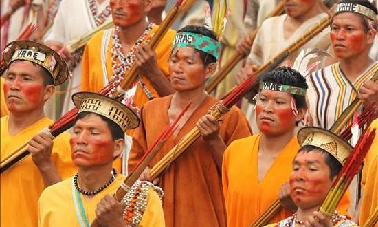 Perú lanza un sitio web de vídeos para mostrar su diversidad cultural En la imagen, un grupo de indígenas amazónicos de Perú.