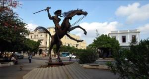 """Perú acoge segunda parte de simposio internacional """"El Quijote desde América"""" Vista de una estatua ecuestre de Don Quijote."""