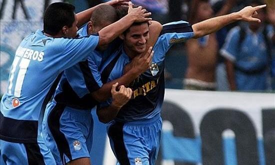 El Sporting Cristal gana el Apertura y el panameño Tejada se luce con doblete El equipo celeste terminó el Apertura con 31 puntos en la clasificación, tres más que el Deportivo Municipal y el Real Garcilaso, segundo y tercero, respectivamente, con 28 puntos. En la imagen el registro de otra de las celebraciones del Sporting Cristal de Perú.