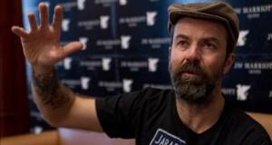 Un cáncer de colon obliga a Pau Donés a anular toda la gira de Jarabe de Palo El cantante, líder del grupo español 'Jarabe de Palo'.