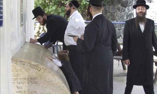La emigración judía a Israel desde América Latina aumenta un 7 por ciento  Ultraortodoxos judíos argentinos visitan la tumba de Maimónides
