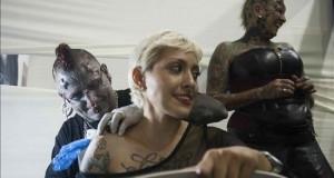 Los tatuadores más valorados de América exhiben su arte en una convención de Lima Tatuadores realizan su trabajo en Lima (Perú). Algunos de los tatuadores más reconocidos de América exhiben esta semana en Lima su destreza durante la segunda convención Inti Tattoo Expo Perú, que además reúne a varias de las personas más tatuadas del mundo.