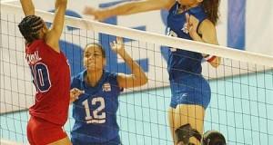 Dieciséis equipos competirán en Puerto Rico en torneo mundial voleibol sub'20 La jugadora portorriqueña Jetzabel del Valle (c) junto a su compañera Xiomara Molero, durante un encuentro con el equipo de República Dominicana.