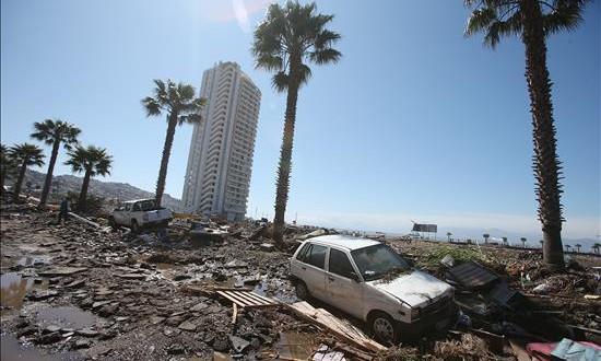 Lima registraría unos 20.000 muertos en un sismo como el de Chile, según experto Fotografía de los destrozos ocasionados por el tsunami posterior a un terremoto de magnitud 8,4, hoy, jueves 17 de septiembre de 2015, en la localidad costera de Coquimbo (Chile).