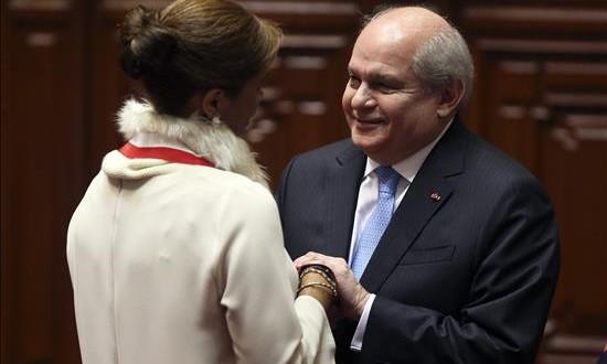 Primer ministro de Perú reanudará diálogo político con exministro Kuczyinski El presidente del consejo de ministros del Perú Pedro Cateriano (d).
