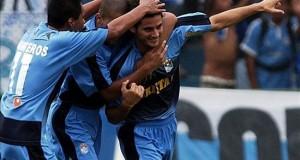 Un gol del argentino Carlos Beltrán agudiza la crisis de Alianza Lima El Sporting Cristal es líder del Clausura peruano tras empatar 1-1 con el León de Huánuco en la decimotercera jornada del campeonato. En la imagen el registro de otra de las celebraciones del Sporting Cristal de Perú.