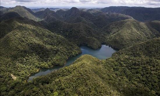 Perú crea una de las mayores reservas naturales del mundo Fotografía sin fechar cedida este 8 de noviembre de 2015, del Parque Nacional Sierra del Divisor ubicado entre las regiones de Ucayali y Loreto en Perú.