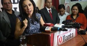 La primera dama de Perú se somete a un peritaje en la investigación de sus agendas La primera dama peruana, Nadine Heredia (c).