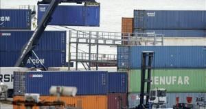 Perú comienza a exportar productos agrícolas desde el puerto de Pisco Perú exporta actualmente productos agrarios por valor de alrededor de 5.000 millones de dólares al año, según datos del Ministerio de Comercio Exterior y Turismo.