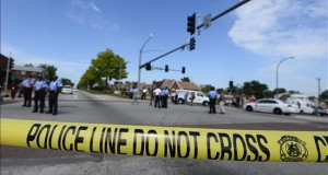 Hombre armado se atrinchera en una clínica de EE.UU. y deja al menos ocho heridos La Policía publicó un tuit al mediodía hora local (19.00 GMT) alertando de que había un hombre armado en la ciudad de Colorado Springs (Colorado, EE.UU.) y pidiendo a los ciudadanos tener cuidado.